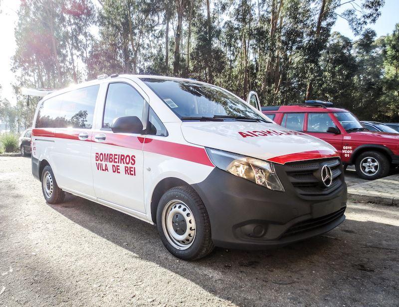 Bombeiros Voluntários de Vila de Rei apresentam nova ambulância