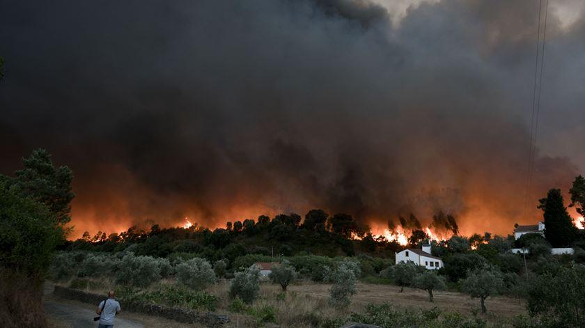 ÚLTIMA HORA – Fogo em Sentieiras (Abrantes) é preocupante